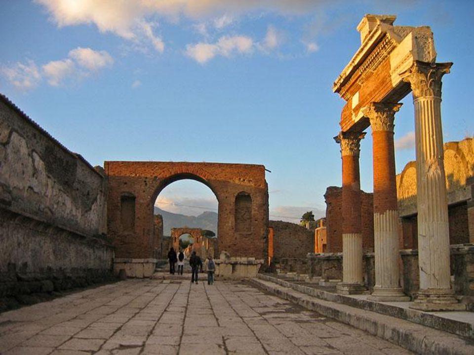 Tarihi kayıtlar Pompei şehrinin yok olmadan önce tam bir zevk, sefahat ve cinsel sapkınlık merkezi olduğunu gösteriyor.