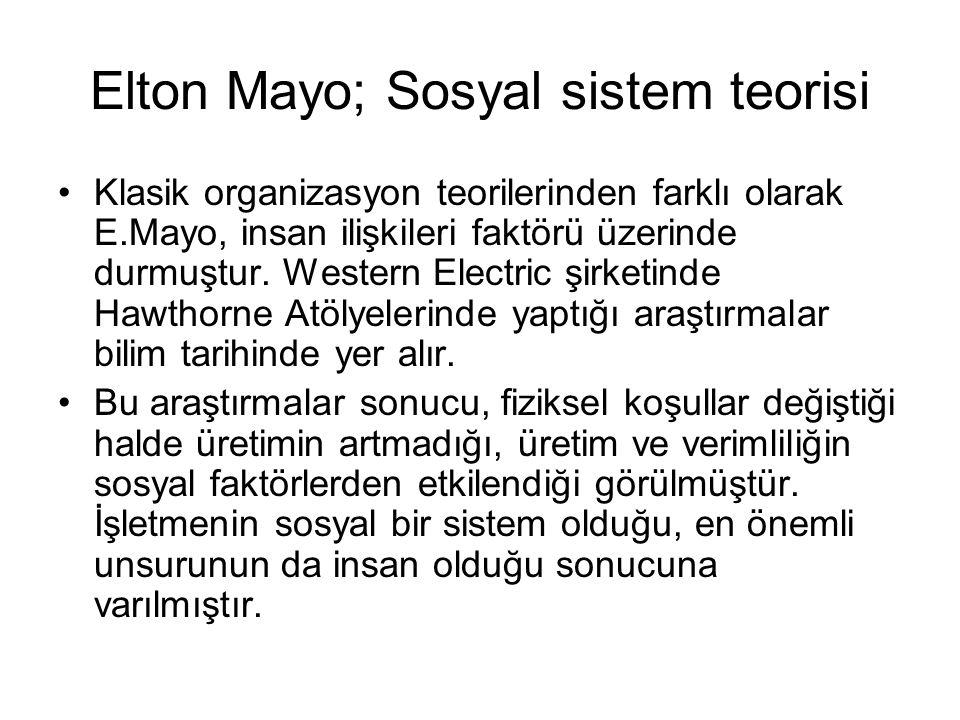 Elton Mayo; Sosyal sistem teorisi Klasik organizasyon teorilerinden farklı olarak E.Mayo, insan ilişkileri faktörü üzerinde durmuştur.