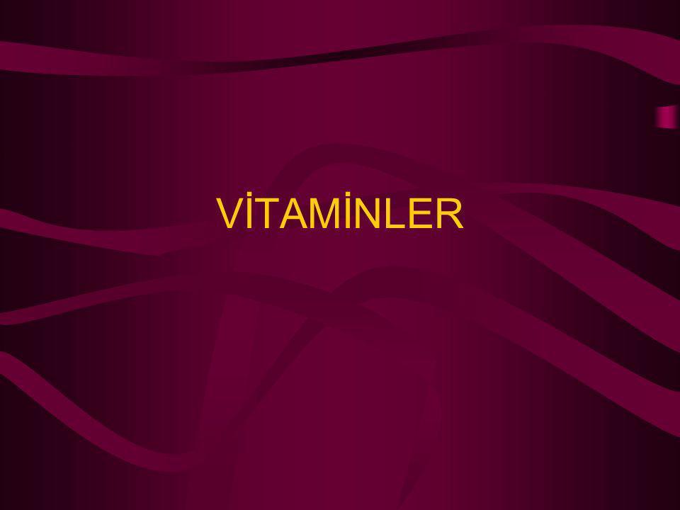 PANTOTENİK ASİT Kimyasal yapı: D – Pantotenik asit Kaynaklar : Karaciğer ve yumurta sarısı Yer fıstığı, bezelye, maya, melas, hububat taneleri, buğday kepeği Fizyolojik fonksiyonu: Antidermatit faktör (Civcivler için)  Aktif asit köklerinin taşınmasında rol oynayan koenzim A' nın yapısında yer alır.