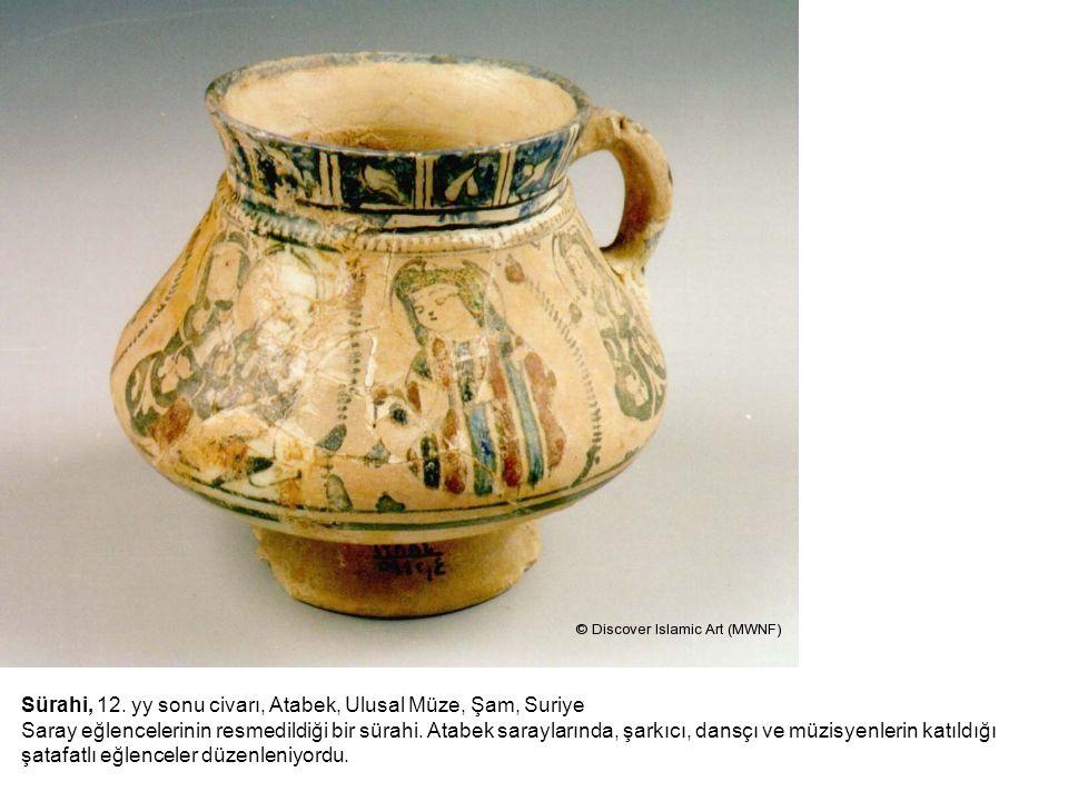 Sürahi, 12. yy sonu civarı, Atabek, Ulusal Müze, Şam, Suriye Saray eğlencelerinin resmedildiği bir sürahi. Atabek saraylarında, şarkıcı, dansçı ve müz