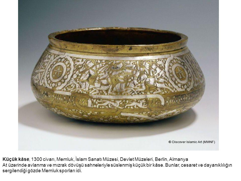 Küçük kâse, 1300 civarı, Memluk, İslam Sanatı Müzesi, Devlet Müzeleri, Berlin, Almanya At üzerinde avlanma ve mızrak dövüşü sahneleriyle süslenmiş küç