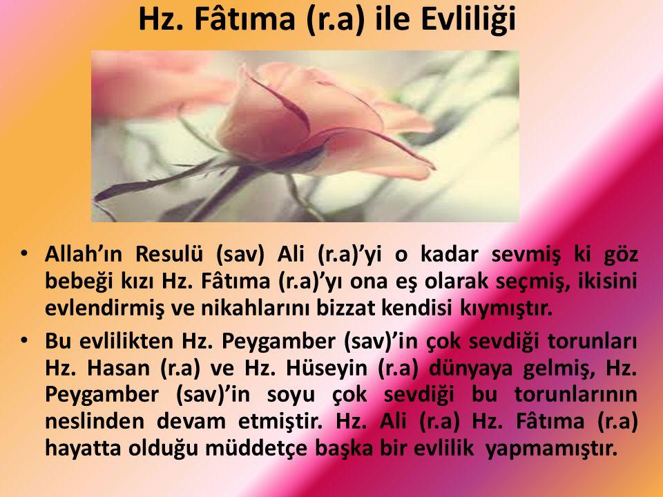 Hz. Fâtıma (r.a) ile Evliliği Allah'ın Resulü (sav) Ali (r.a)'yi o kadar sevmiş ki göz bebeği kızı Hz. Fâtıma (r.a)'yı ona eş olarak seçmiş, ikisini e