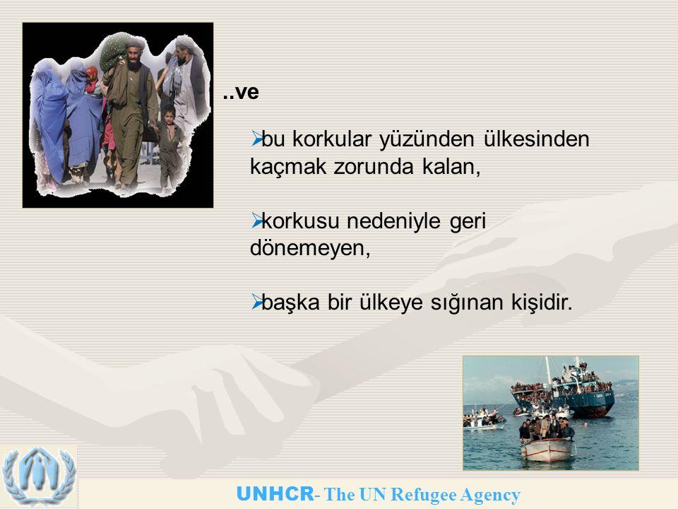 UNHCR - The UN Refugee Agency..ve  bu korkular yüzünden ülkesinden kaçmak zorunda kalan,  korkusu nedeniyle geri dönemeyen,  başka bir ülkeye sığınan kişidir.