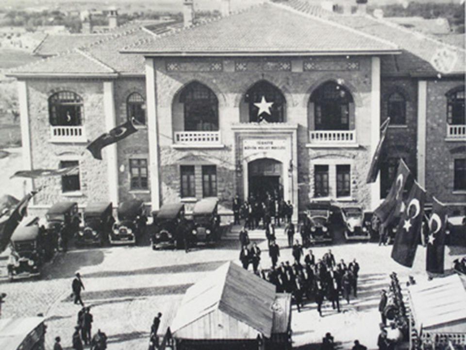 29 Ekim 1923'de Cumhuriyet ilan edildi.29 Ekim 1923'de Cumhuriyet ilan edildi.