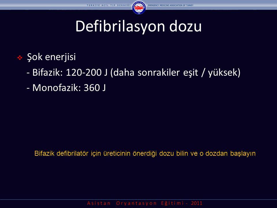 A s i s t a n O r y a n t a s y o n E ğ i t i m i - 2011 Defibrilasyon dozu  Şok enerjisi - Bifazik: 120-200 J (daha sonrakiler eşit / yüksek) - Mono