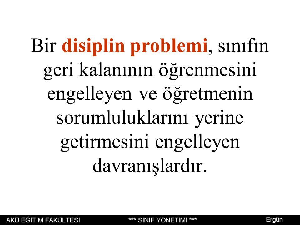 Bir disiplin problemi, sınıfın geri kalanının öğrenmesini engelleyen ve öğretmenin sorumluluklarını yerine getirmesini engelleyen davranışlardır.