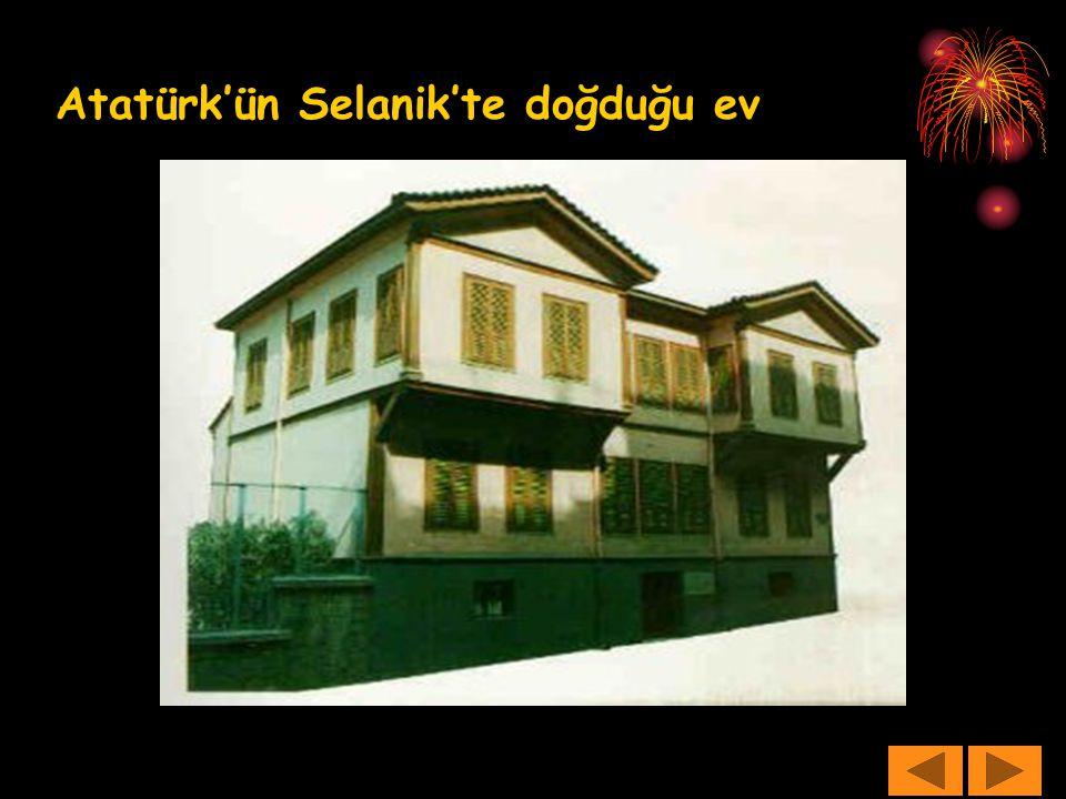 Atatürk yurdunu ve ulusunu çok severdi.Ölünceye kadar yurdu ve ulusu için çalıştı.