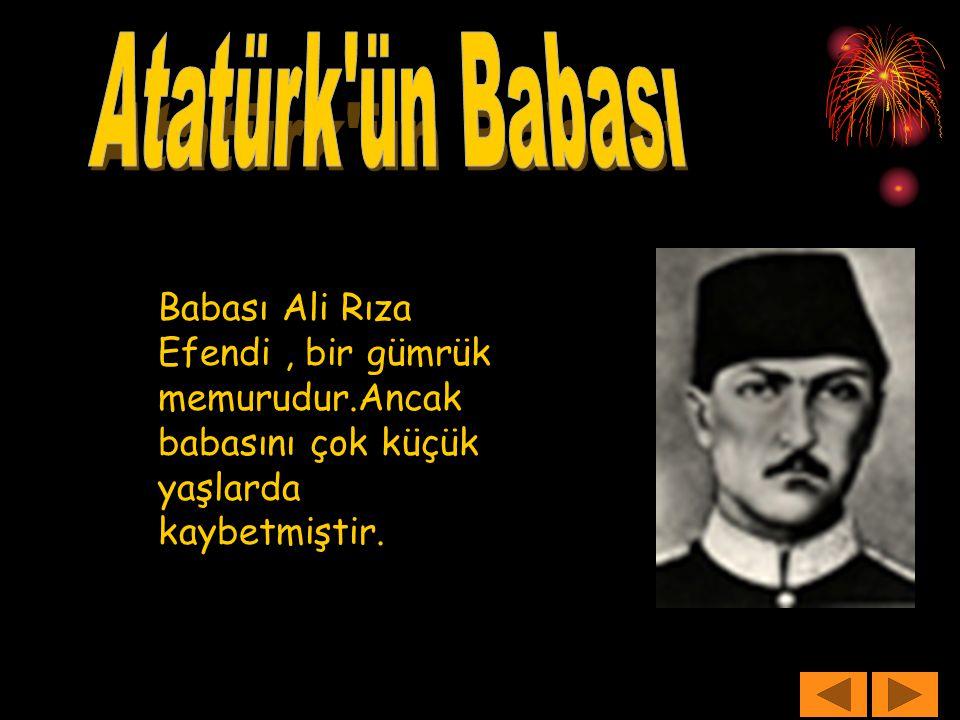 Babası Ali Rıza Efendi, bir gümrük memurudur.Ancak babasını çok küçük yaşlarda kaybetmiştir.