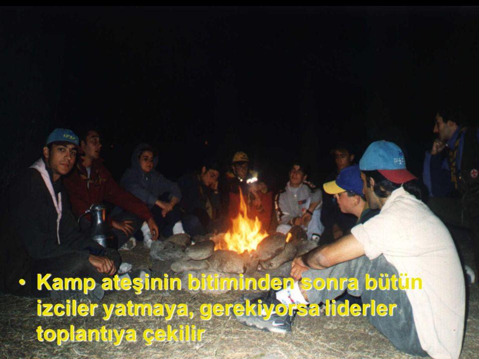 Kamp ateşinin bitiminden sonra bütün izciler yatmaya, gerekiyorsa liderler toplantıya çekilirKamp ateşinin bitiminden sonra bütün izciler yatmaya, gerekiyorsa liderler toplantıya çekilir