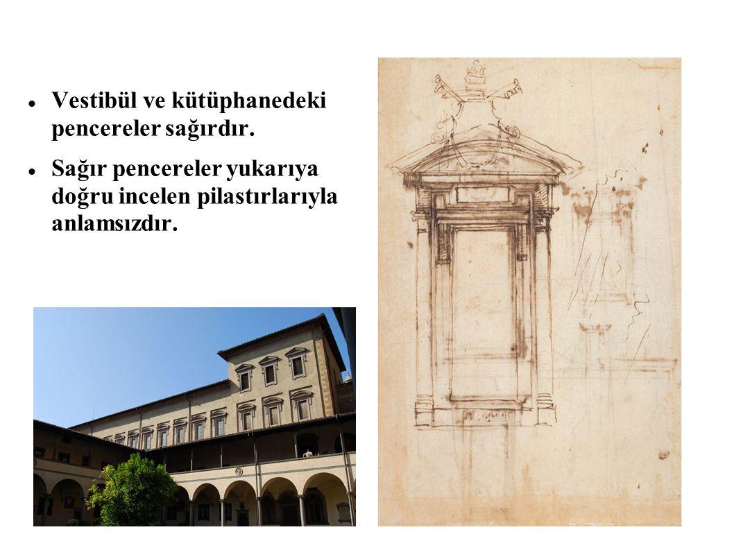 Vestibül ve kütüphanedeki pencereler sağırdır. Sağır pencereler yukarıya doğru incelen pilastırlarıyla anlamsızdır.