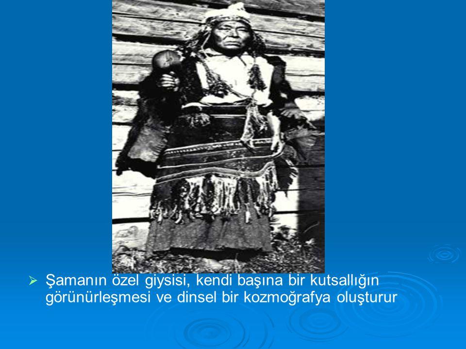   Şamanın özel giysisi, kendi başına bir kutsallığın görünürleşmesi ve dinsel bir kozmoğrafya oluşturur