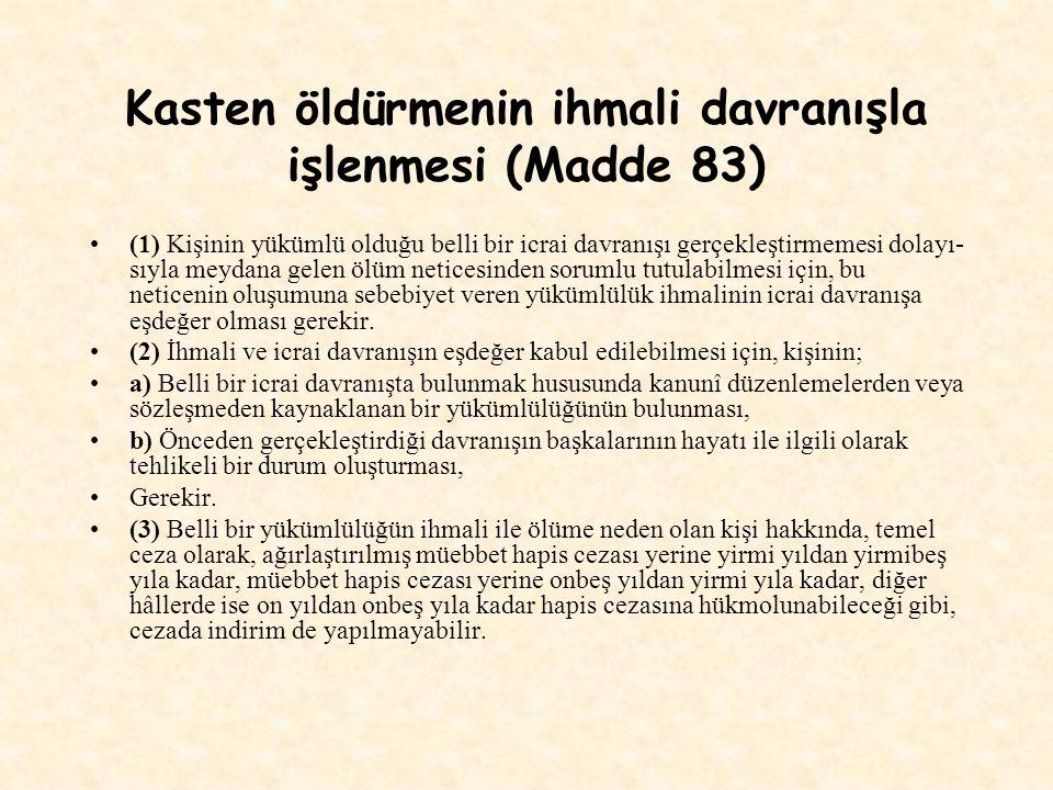 Kasten öldürmenin ihmali davranışla işlenmesi (Madde 83) (1) Kişinin yükümlü olduğu belli bir icrai davranışı gerçekleştirmemesi dolayı sıyla meydana