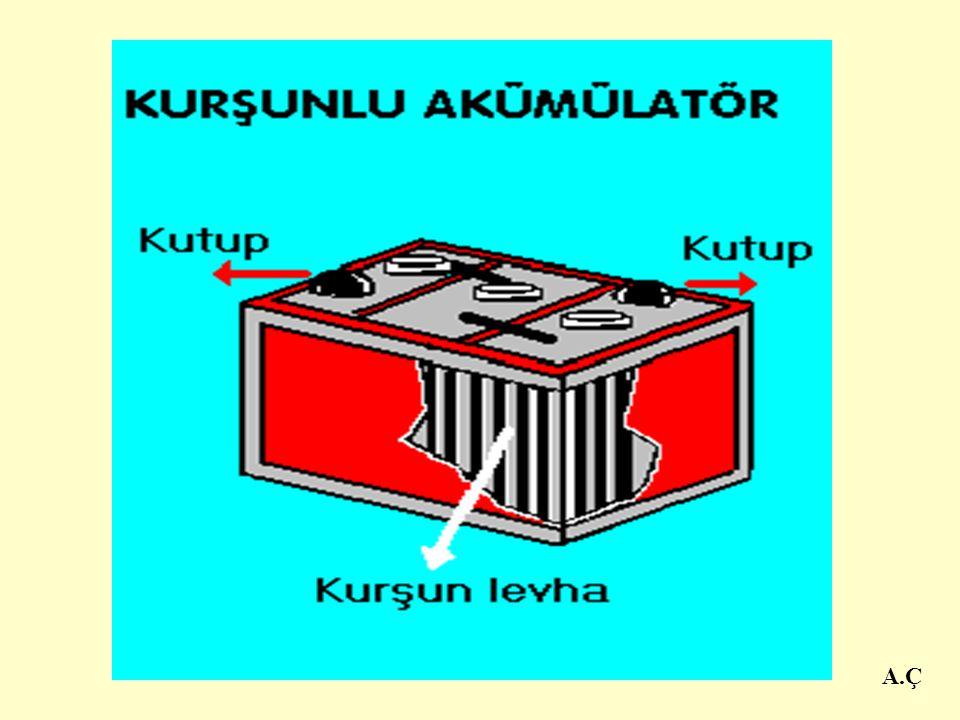 A.Ç Akümülatörlerden doğru akım denilen türde elektrik elde edilir.Doğru akım gerektiren fen deneylerinde, telefonlarda, uçak tren ve otomobil gibi ta