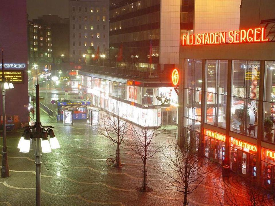 Kışın hava 14:30 da kararır ve sabah 9 da aydınlanır. Yazın ise hava sadece 1-2 saatliğine kararır.