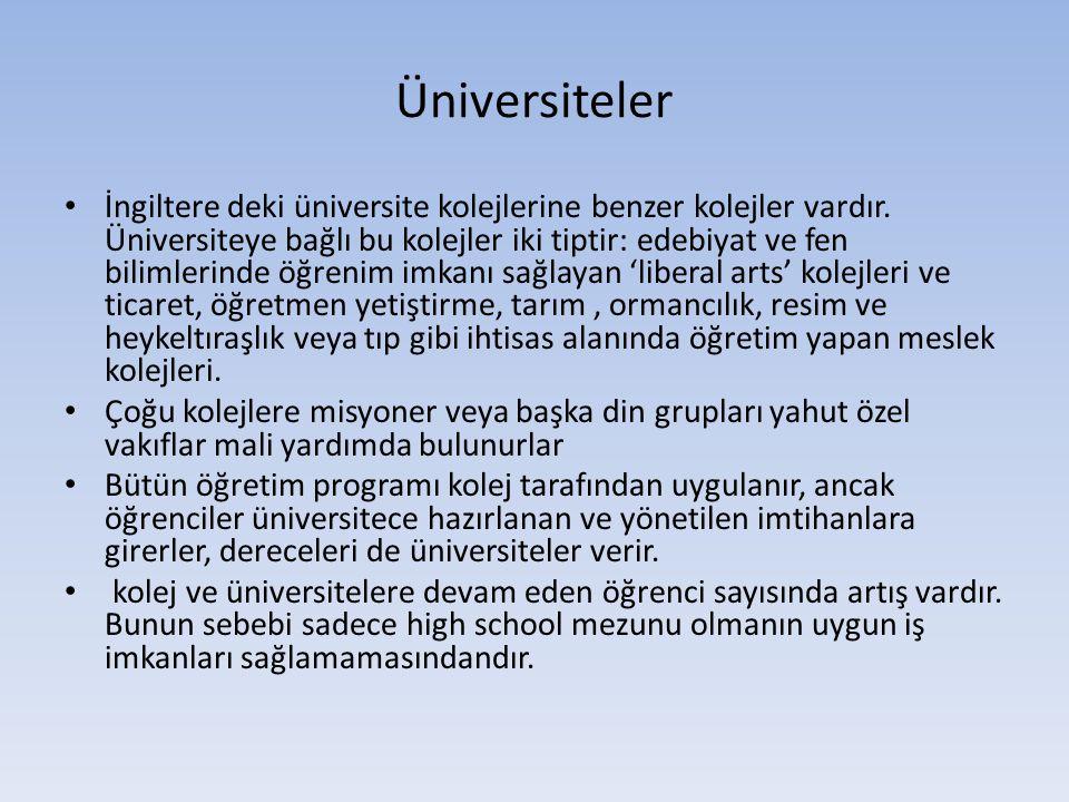 Üniversiteler İngiltere deki üniversite kolejlerine benzer kolejler vardır. Üniversiteye bağlı bu kolejler iki tiptir: edebiyat ve fen bilimlerinde öğ