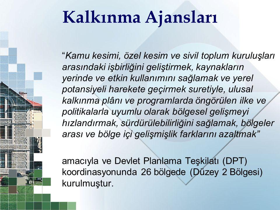 2010-2013 İstanbul Bölge Planı Gelişme Eksenleri ve Stratejik Amaçları (4) KENTSEL MEKAN KALİTESİ GELİŞME EKSENİ STRATEJİK AMAÇLARI  Kentsel fonksiyonların dağılımında mekanın etkin kullanılması  Kentsel risk alanlarının (çöküntü bölgeleri, düzensiz yapılaşma, güvenlik, afet, vb.) sosyal, kültürel ve ekonomik boyutlarıyla, özgünlüğü dikkate alınarak yeniden yapılandırılması  Mevcut yaşam çevresinin iyileştirilmesi  Yaşam alanlarının tasarımında yüksek kalite ve özgünlüğün sağlanması  Afet yönetim sisteminin etkinleştirilmesi