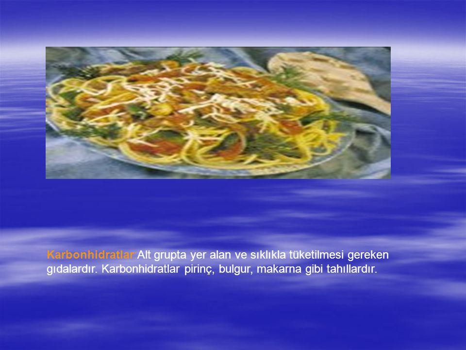 Karbonhidratlar:Alt grupta yer alan ve sıklıkla tüketilmesi gereken gıdalardır. Karbonhidratlar pirinç, bulgur, makarna gibi tahıllardır.