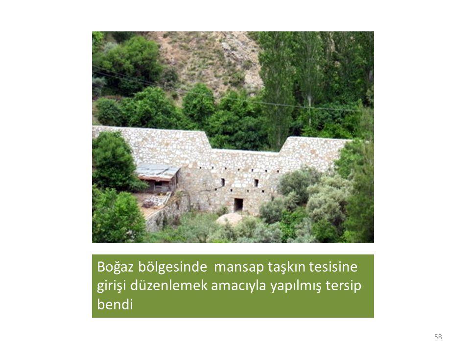 Boğaz bölgesinde mansap taşkın tesisine girişi düzenlemek amacıyla yapılmış tersip bendi 58