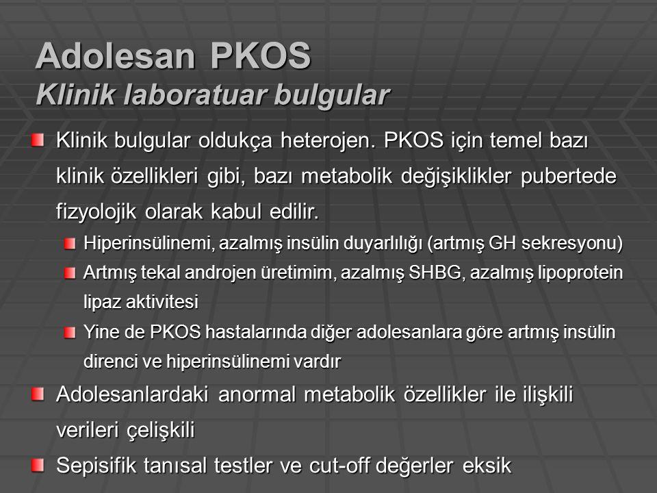 Klinik bulgular oldukça heterojen. PKOS için temel bazı klinik özellikleri gibi, bazı metabolik değişiklikler pubertede fizyolojik olarak kabul edilir