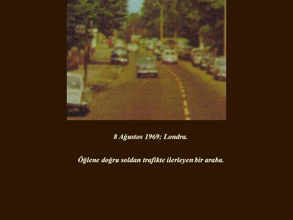 8 Ağustos 1969; Londra. Öğlene doğru soldan trafikte ilerleyen bir araba.