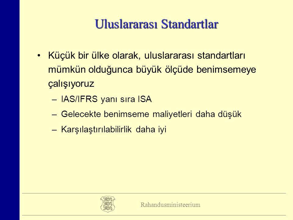 Rahandusministeerium Uluslararası Standartlar Küçük bir ülke olarak, uluslararası standartları mümkün olduğunca büyük ölçüde benimsemeye çalışıyoruz –IAS/IFRS yanı sıra ISA –Gelecekte benimseme maliyetleri daha düşük –Karşılaştırılabilirlik daha iyi