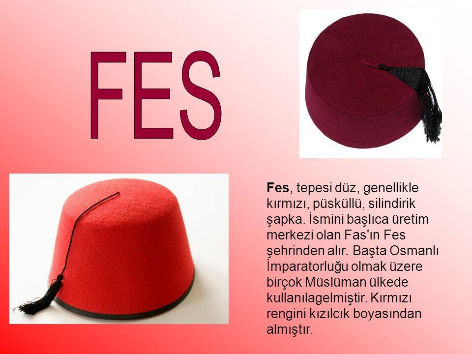 Fes, tepesi düz, genellikle kırmızı, püsküllü, silindirik şapka.