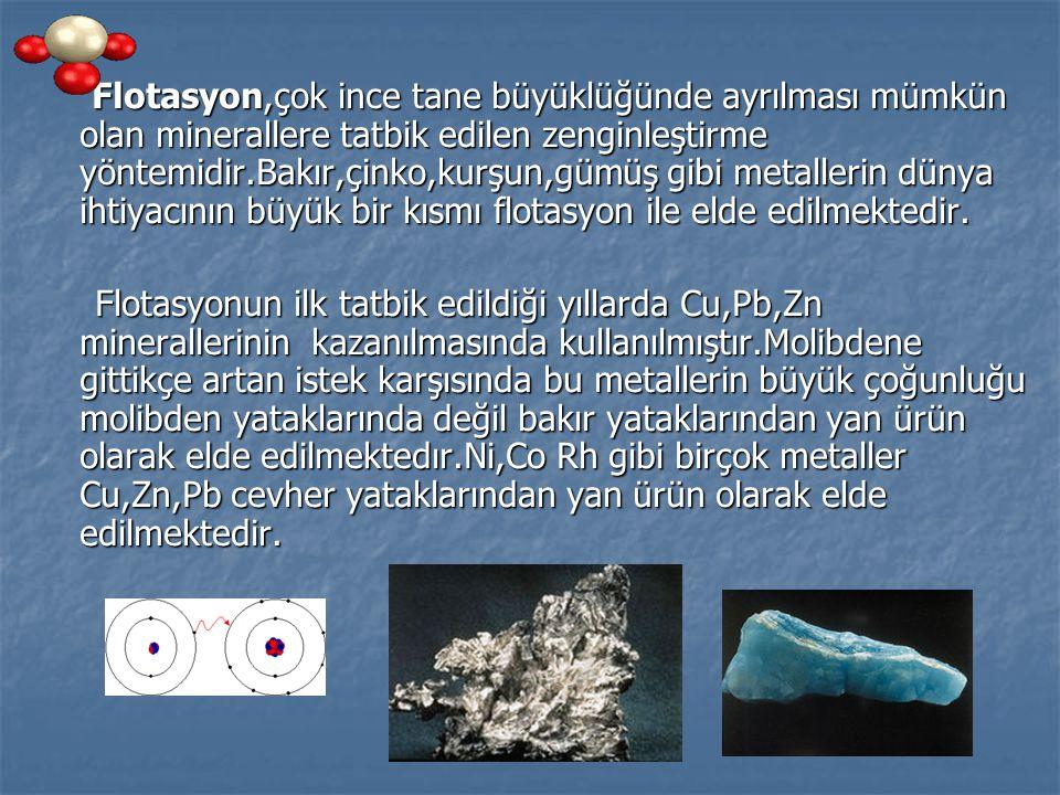 Grafit Flotasyonu;Grafit,flotasyon usulünün ilk tatbik edildiği mineraldir.Tabakalı yapısı sebebiyle fotasyonu kolaylıkla yapılır ve köpürtücüden başka reaktife ihtiyaç duymaz.Reaksiyonun hızlı olması için nötr bir hidrokarbon yağının ilavesi faydalıdır.Kömürün çok yüksek adsorbe etme yeteneği olduğundan yağı kolaylıkla emerler.Çok kolay yüzmesine rağmen grafit flotasyonunda güçlüklerle karşılasılır.Grafit yumusak olmasından dolayı diğer moleküleri kolaylıkla boyar ve flotasyonu güçleştirir.