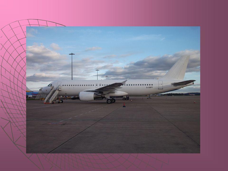 Uçuş operasyonuna 2 adet Boeing B-757-200 tipi uçak ile başlayan ve Eylül 2001'de aynı tipte üçüncü uçağını alan Atlasjet, Temmuz 2003 tarihinde yine aynı tipte dördüncü uçağını da filosuna dahil etmiştir.
