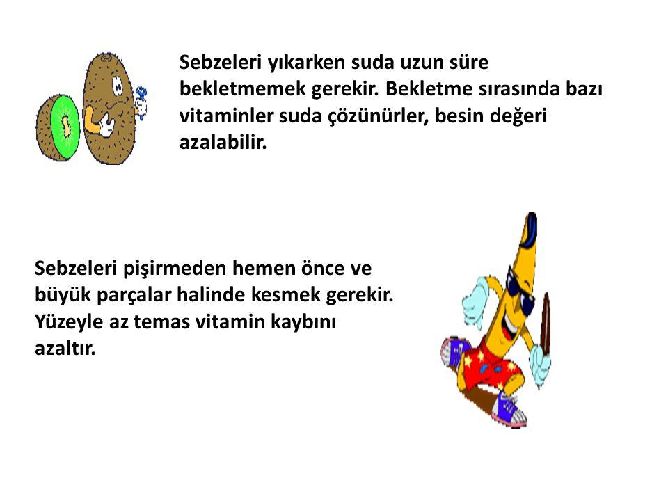 Sebzeleri yıkarken suda uzun süre bekletmemek gerekir. Bekletme sırasında bazı vitaminler suda çözünürler, besin değeri azalabilir. Sebzeleri pişirmed