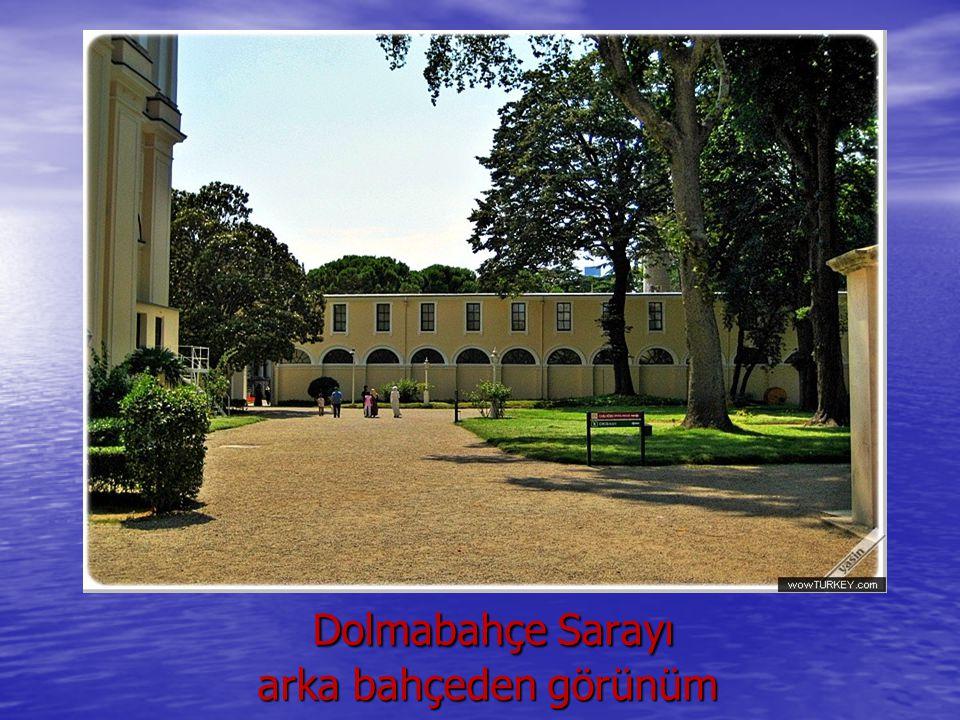 Dolmabahçe Sarayı arka bahçeden görünüm Dolmabahçe Sarayı arka bahçeden görünüm