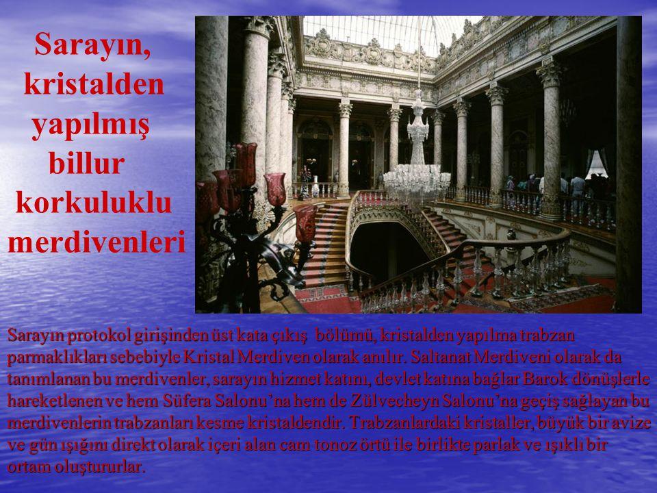 Sarayın protokol girişinden üst kata çıkış bölümü, kristalden yapılma trabzan parmaklıkları sebebiyle Kristal Merdiven olarak anılır. Saltanat Merdive