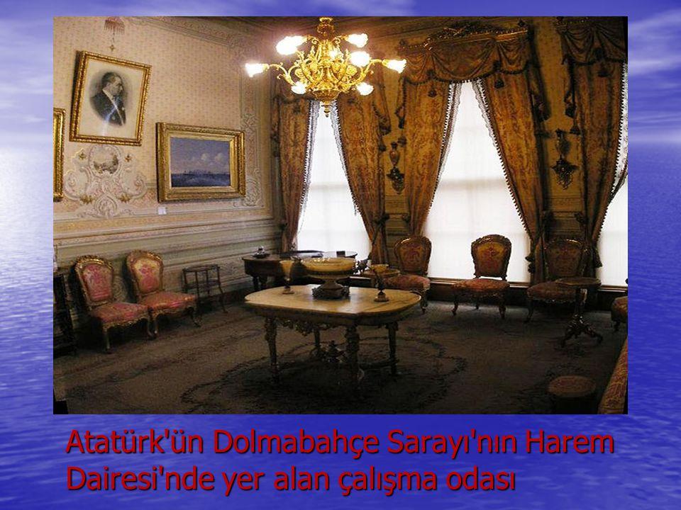 Atatürk'ün Dolmabahçe Sarayı'nın Harem Dairesi'nde yer alan çalışma odası