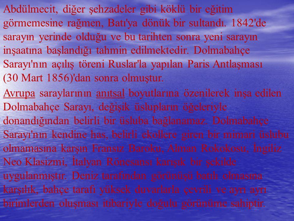 DOLMABAHÇE SARAYI, İstanbul'da Karaköy den Sarıyer e uzanan sahil şeridinin Kabataş ile Beşiktaş arasında kalan bölümünde, Marmara Denizi nden Boğaziçi ne deniz yoluyla girişte sol sahilde, Üsküdar ın karşısında yer alır.