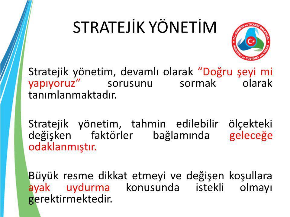 """STRATEJİK YÖNETİM Stratejik yönetim, devamlı olarak """"Doğru şeyi mi yapıyoruz"""" sorusunu sormak olarak tanımlanmaktadır. Stratejik yönetim, tahmin edile"""