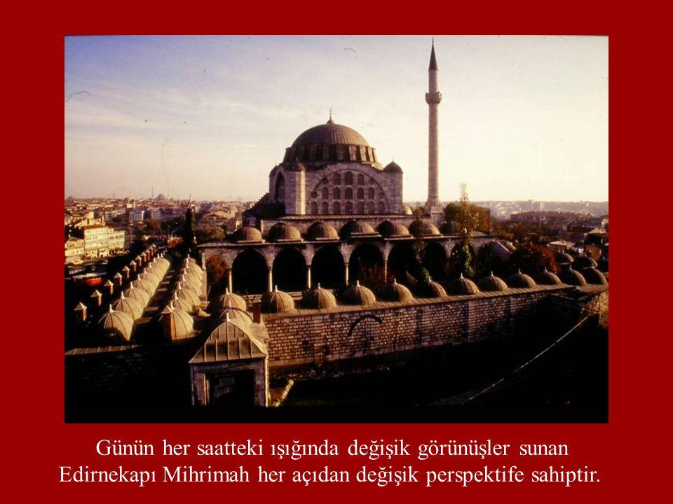 Günün her saatteki ışığında değişik görünüşler sunan Edirnekapı Mihrimah her açıdan değişik perspektife sahiptir.