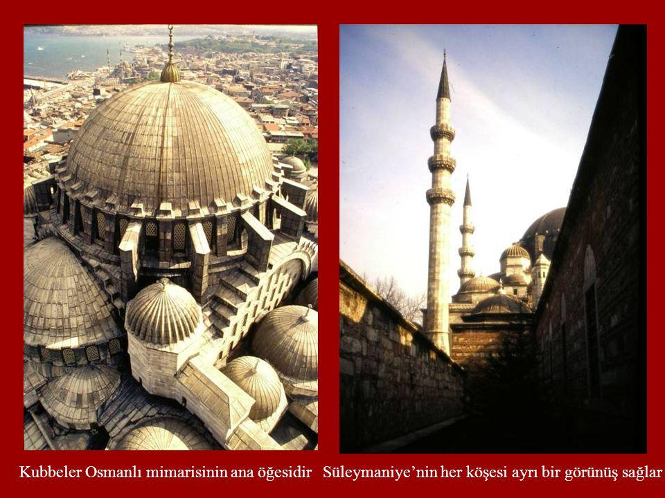 Kubbeler Osmanlı mimarisinin ana öğesidirSüleymaniye'nin her köşesi ayrı bir görünüş sağlar