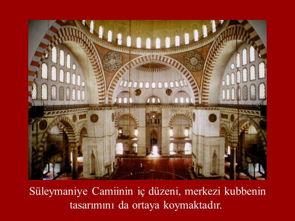 Süleymaniye Camiinin iç düzeni, merkezi kubbenin tasarımını da ortaya koymaktadır.