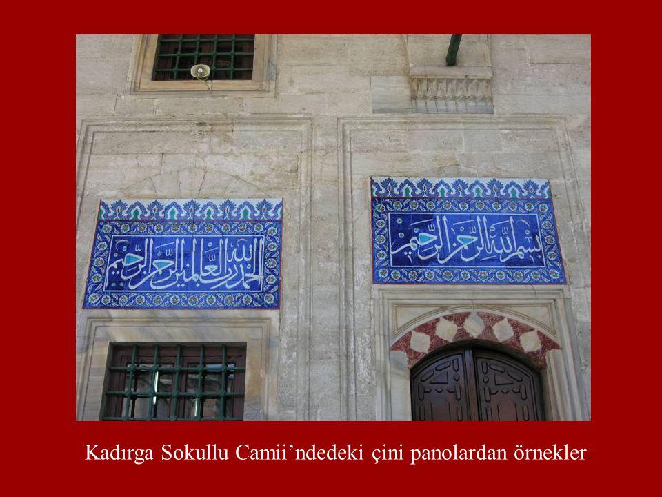 Kadırga Sokullu Camii'ndedeki çini panolardan örnekler.