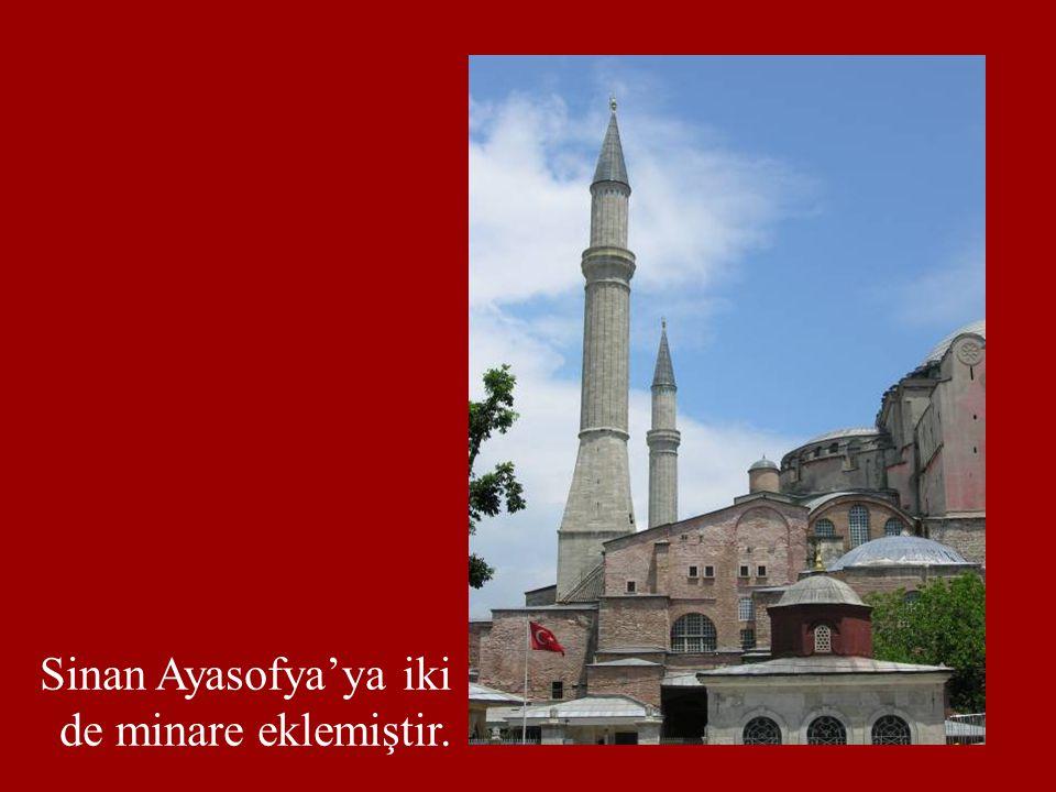 Sinan Ayasofya'ya iki de minare eklemiştir.