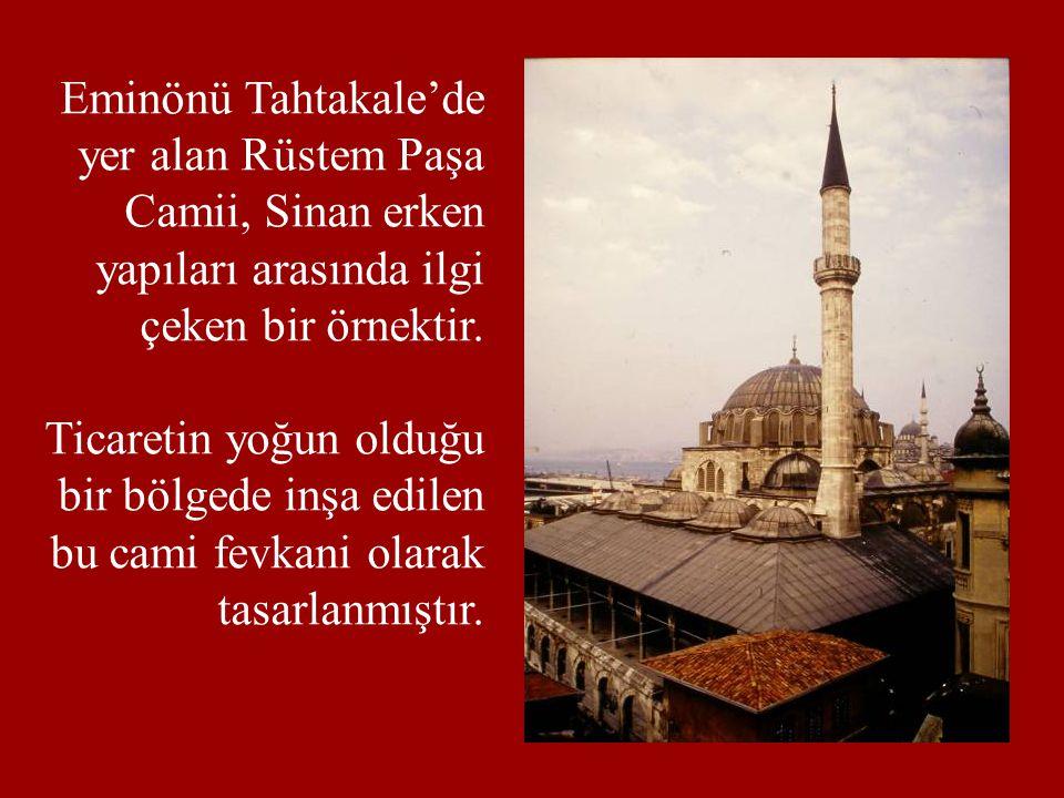 Eminönü Tahtakale'de yer alan Rüstem Paşa Camii, Sinan erken yapıları arasında ilgi çeken bir örnektir. Ticaretin yoğun olduğu bir bölgede inşa edilen