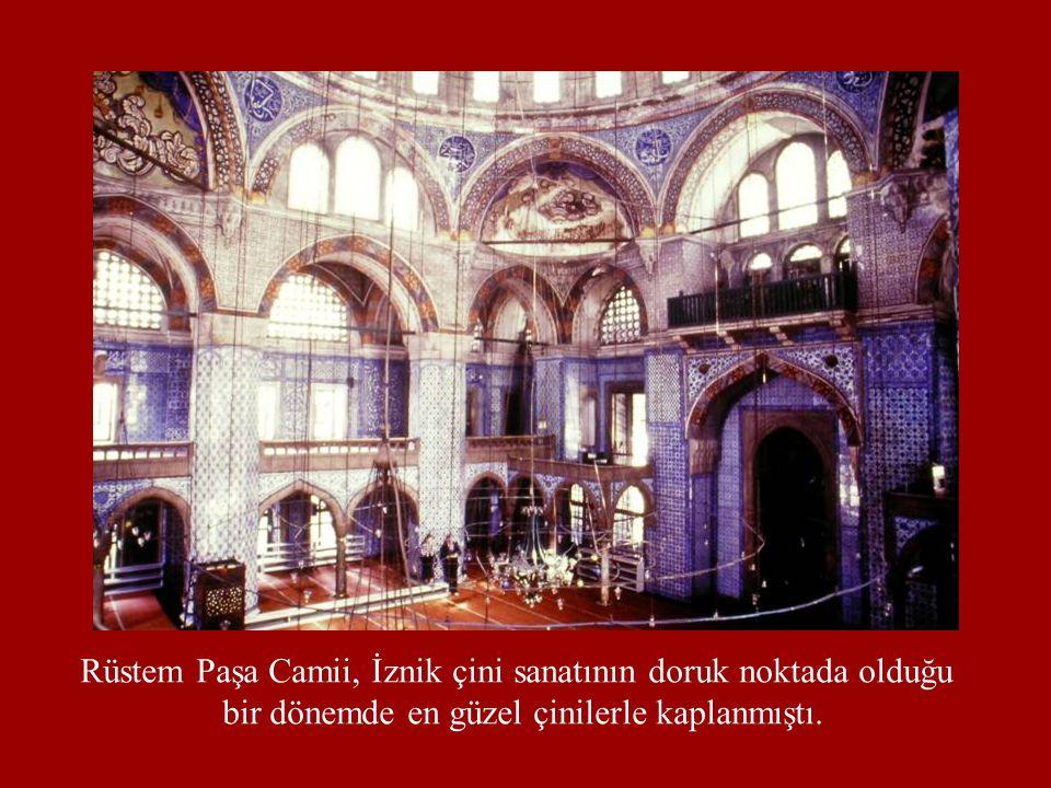 Rüstem Paşa Camii, İznik çini sanatının doruk noktada olduğu bir dönemde en güzel çinilerle kaplanmıştı.