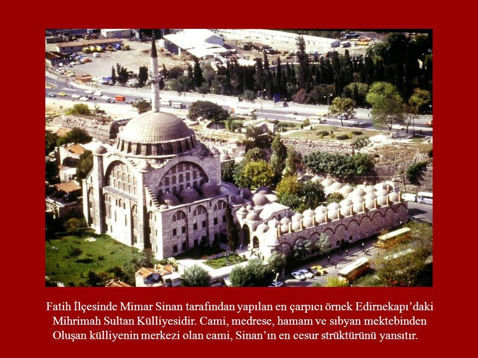 Fatih İlçesinde Mimar Sinan tarafından yapılan en çarpıcı örnek Edirnekapı'daki Mihrimah Sultan Külliyesidir. Cami, medrese, hamam ve sıbyan mektebind