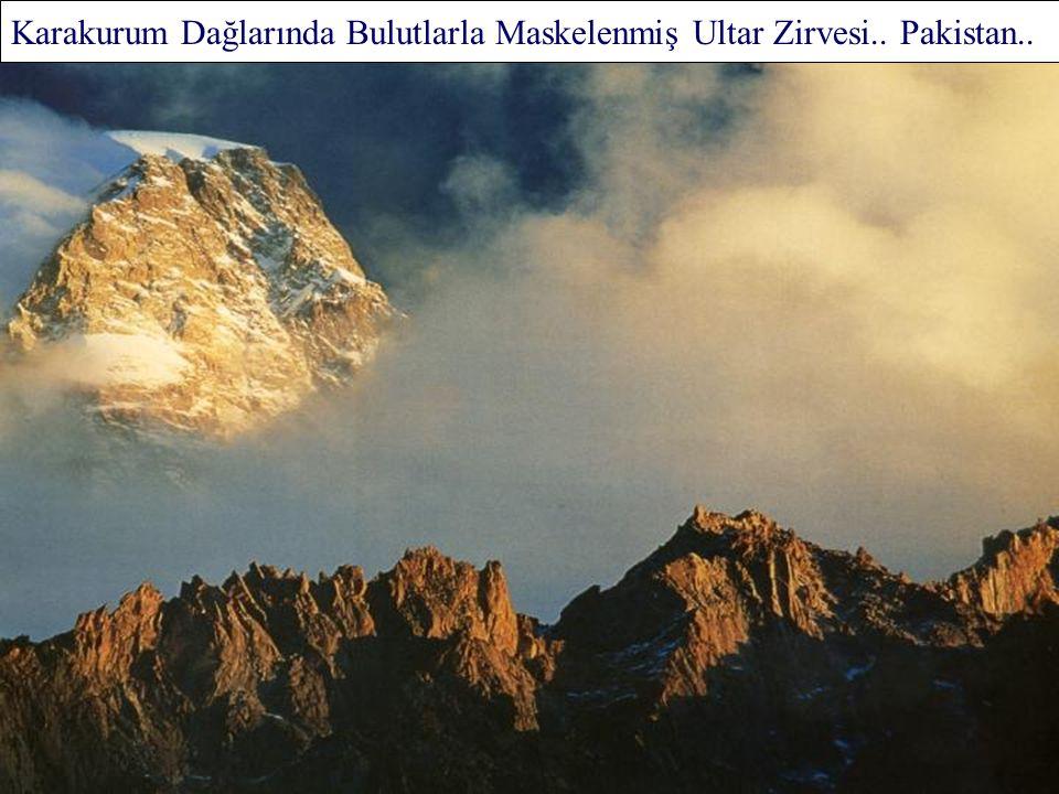Dağ Gölü.. Yukarı Tatra Ulusal Parkı.. Polonya..