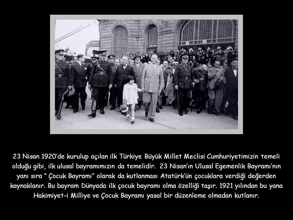 """Büyük zaferden dört ay önce 15 Mayıs 1922 tarihinde Ankara'da İzmir'in işgalini kınamak üzere bir """"İzmir Gecesi"""" düzenlenir. Bu gecede bir oyun sergil"""