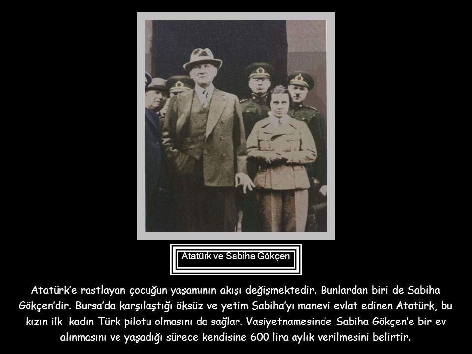 """Atatürk, 16 Ekim 1925 tarihinde Uşak'a geldi, yetim ve öksüz çocukların barındığı """" Şefkat Yurdu""""na uğradı. Öksüz bir yavru birden onun kucağına atlad"""