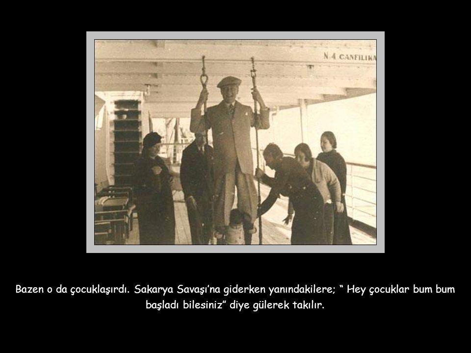 """Atatürk, bir başka konuşmasında şöyle der; """" Benim asıl kişiliğim öğretmenliğimdir. Ben milletimin öğretmeniyim."""" O ulusunun yediden yetmişine baş öğr"""
