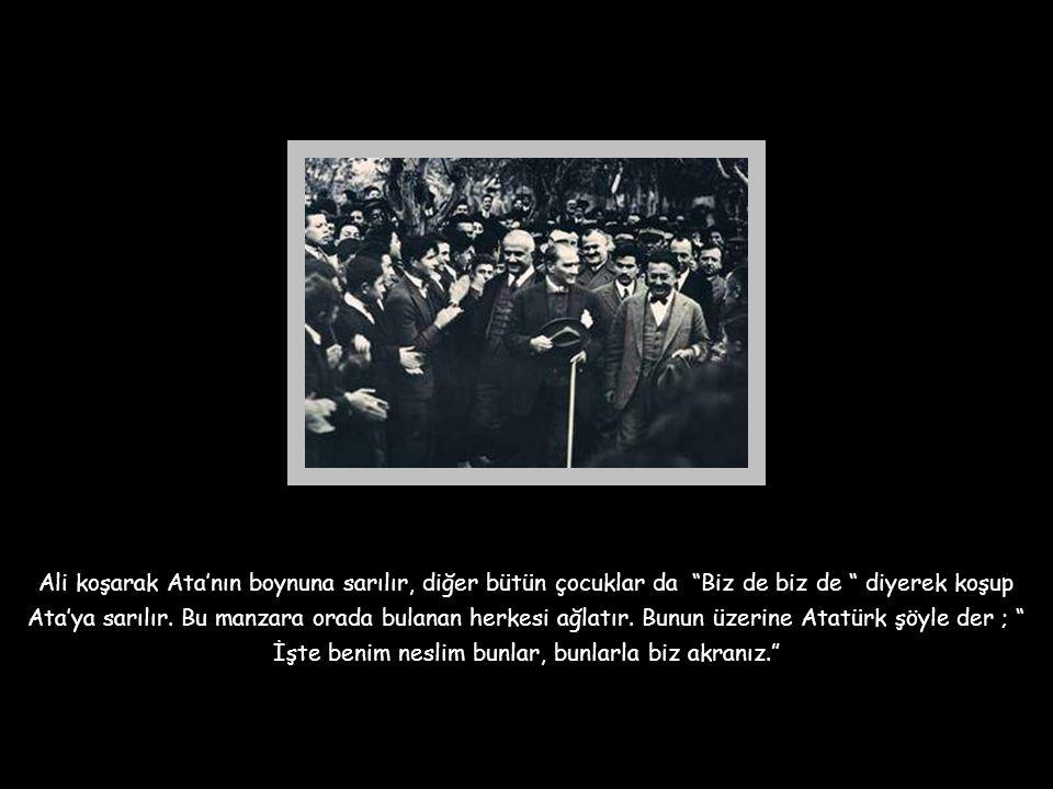 """İzmir Palas'ta verilen bir çocuk balosunda, Ali isimli bir öğrenci, kollarını Atatürk'e doğru açarak içten gelen bir sesle; """" Senin ismini andıkça, se"""