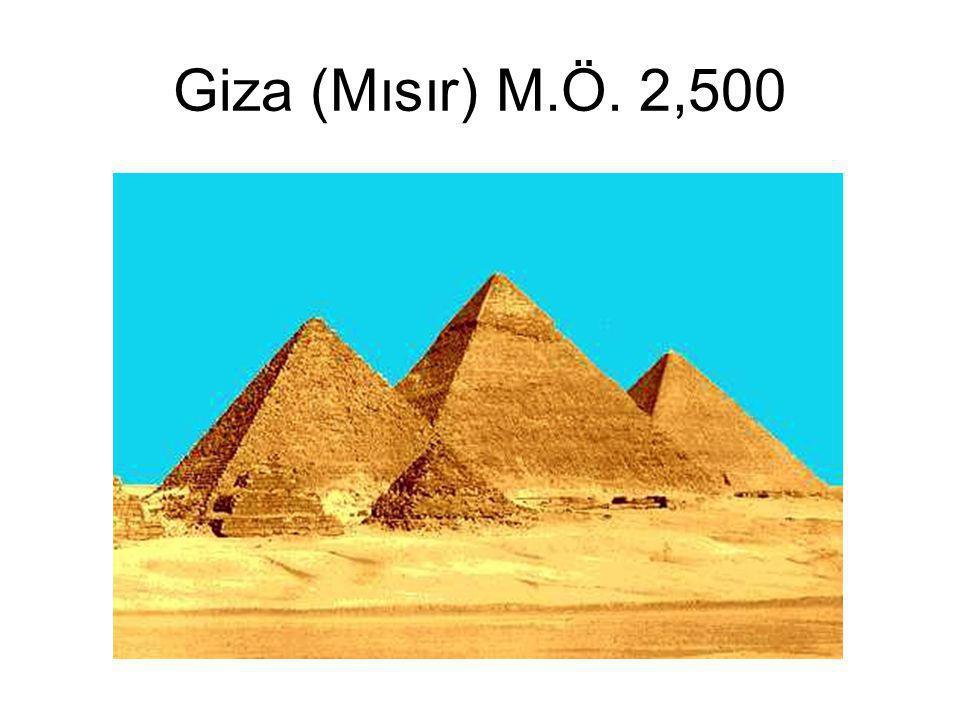 Giza (Mısır) M.Ö. 2,500