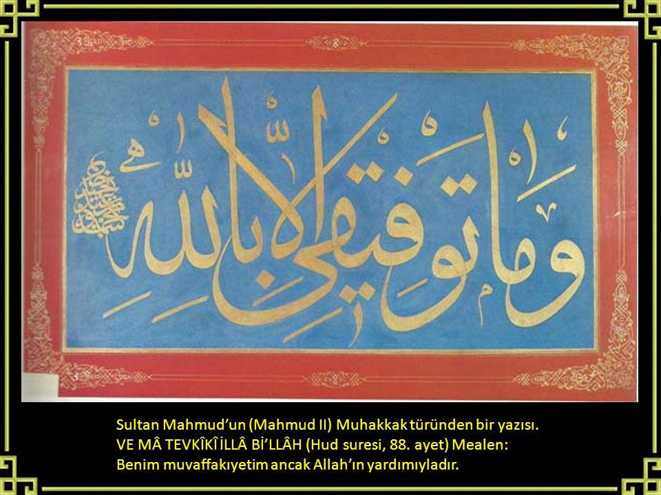 Sultan Mahmud'un (Mahmud II) Muhakkak türünden bir yazısı. VE MÂ TEVKÎKÎ İLLÂ Bİ'LLÂH (Hud suresi, 88. ayet) Mealen: Benim muvaffakıyetim ancak Allah'