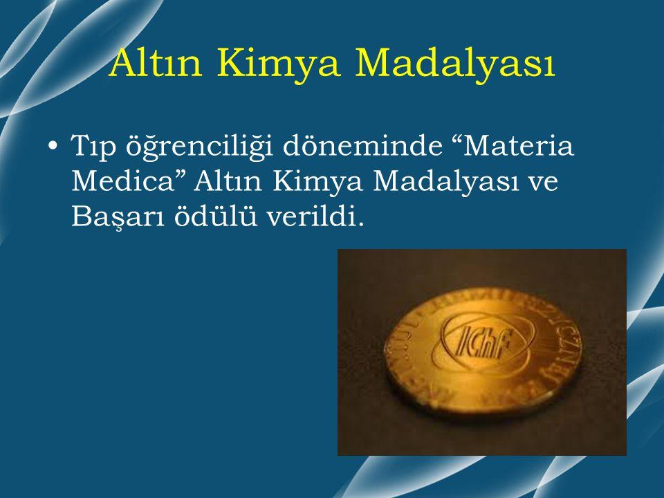"""Altın Kimya Madalyası Tıp öğrenciliği döneminde """"Materia Medica"""" Altın Kimya Madalyası ve Başarı ödülü verildi."""